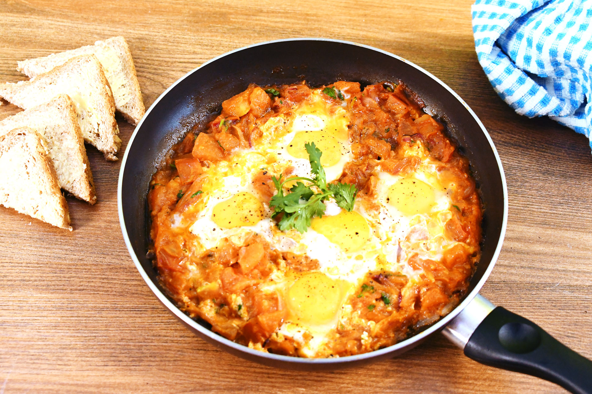 Eggs in spicy salsa